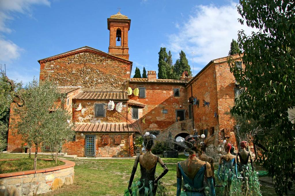 sculpture artworks charming relais in tuscany